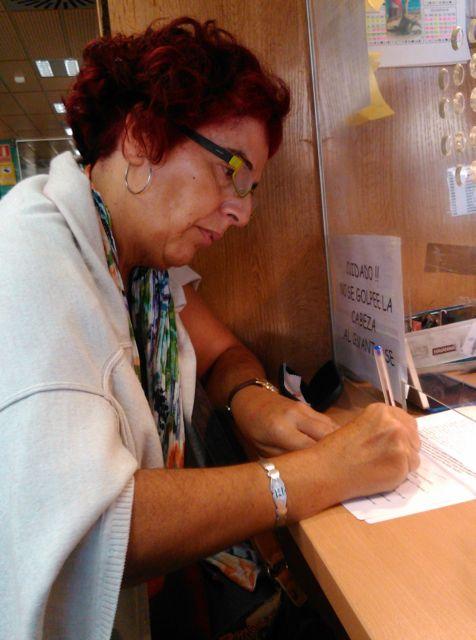 Luisa Cuevas firma denuncia